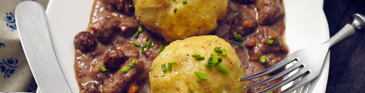 Probieren Sie unser Thermomix Rezept für ein köstliches Sauerbratenragout. Wir wünschen guten Appetit!