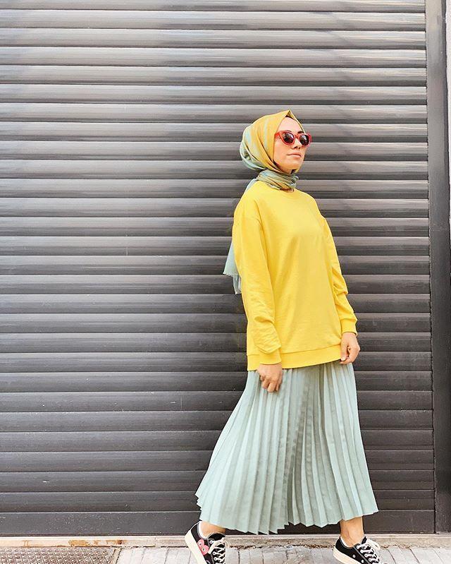 Instagram Da Hulya Aslan Bu Sweatshirtlerin Giymedigim Rengi Kaldi Mi Defacto Sari Sweatshirtumu Mint Rengiyle Harmanladim Sevd Moda Stilleri Moda Kiyafet