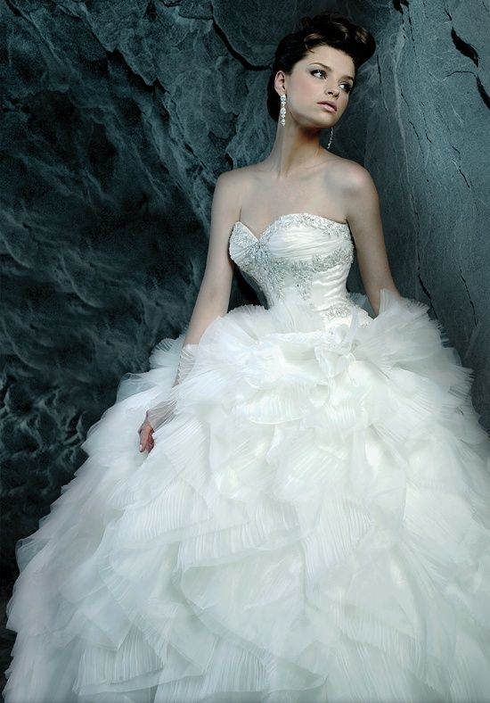 Editor\'s Pick: Ysa Makino Wedding Dresses | Wedding dress, Wedding ...