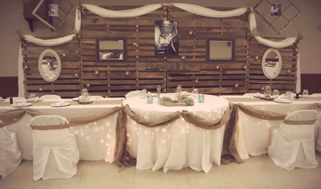 Pallet Wall Backdrop for head table! Can easily be accent with black ...