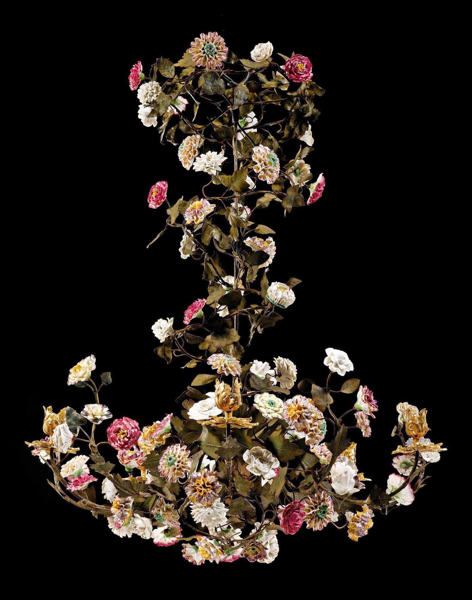 DECKENLEUCHTER MIT PORZELLANBLUMEN, Louis XV, die Blumen aus