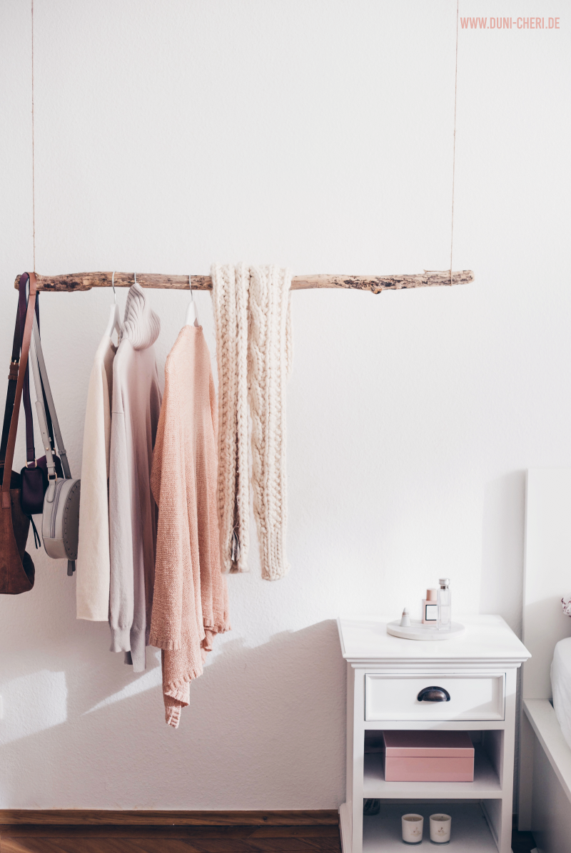kleiderstange ast schlafzimmer diy #apartmentpatiodecorating