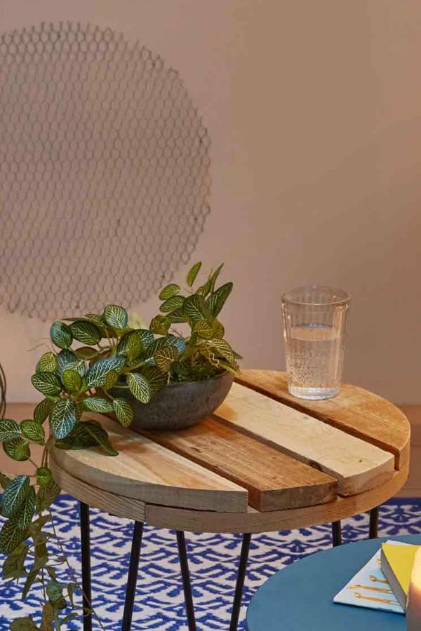 Idee Diy Utiliser Des Palettes Pour Creer Une Table Basse Parfaite Pour Le J Table Basse Exterieur Table Basse En Bois De Palette Deco D Interieur Bon Marche