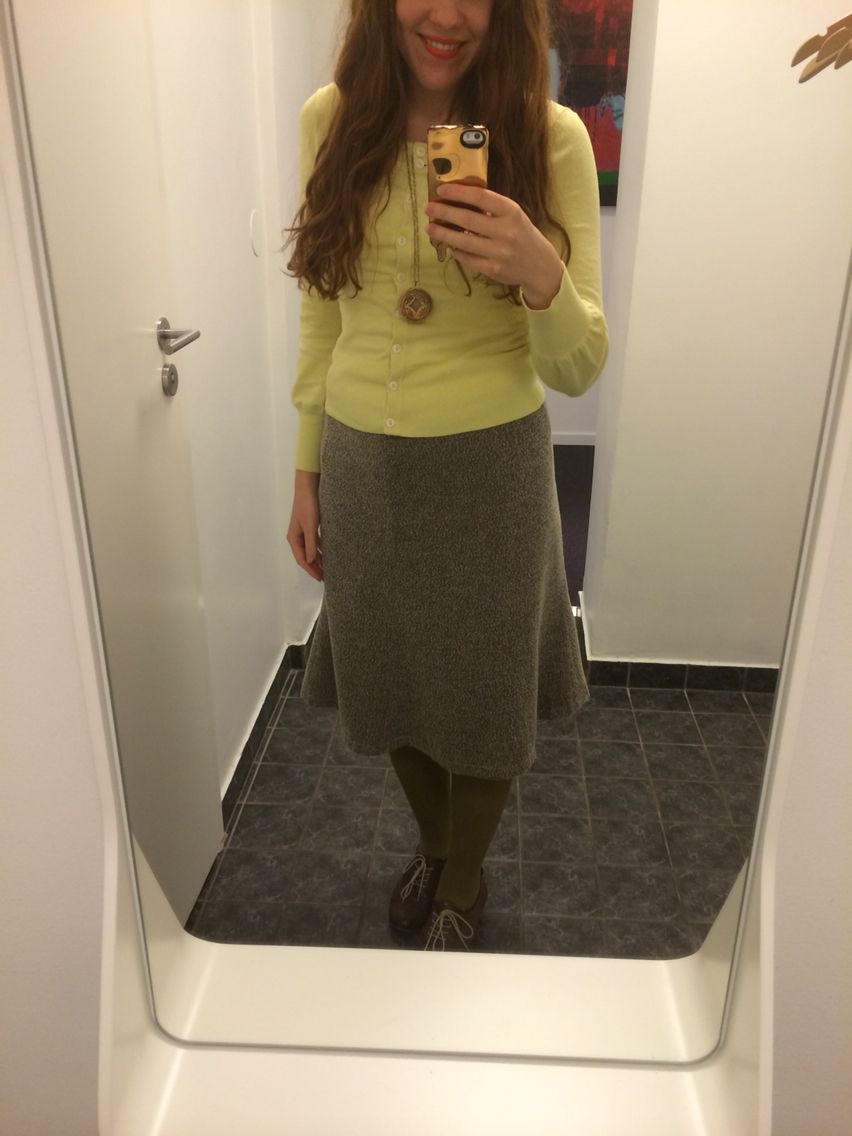 Office look. Job clothes. Work outfit. Daily fashion