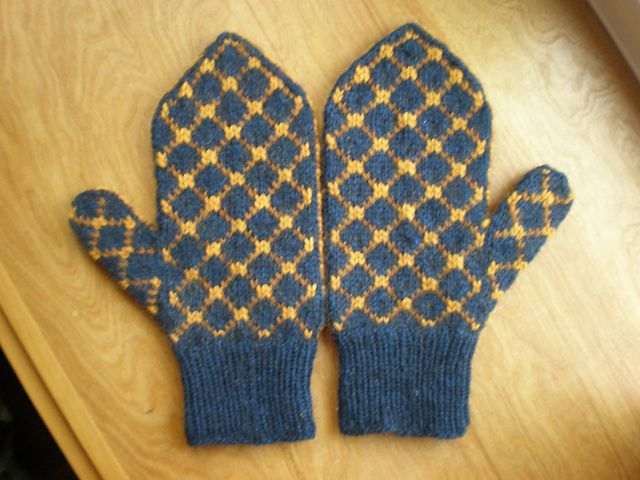 Amygwen99s Roving Lined Mittens In Navygold Mittens Thick Yarn