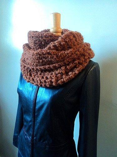 e09915da72a9 150g de laine pour la version 10 rangs 250g de laine pour le version 20  rangs 1 crochet n° 6 - faire une chainette de 180 mailles .