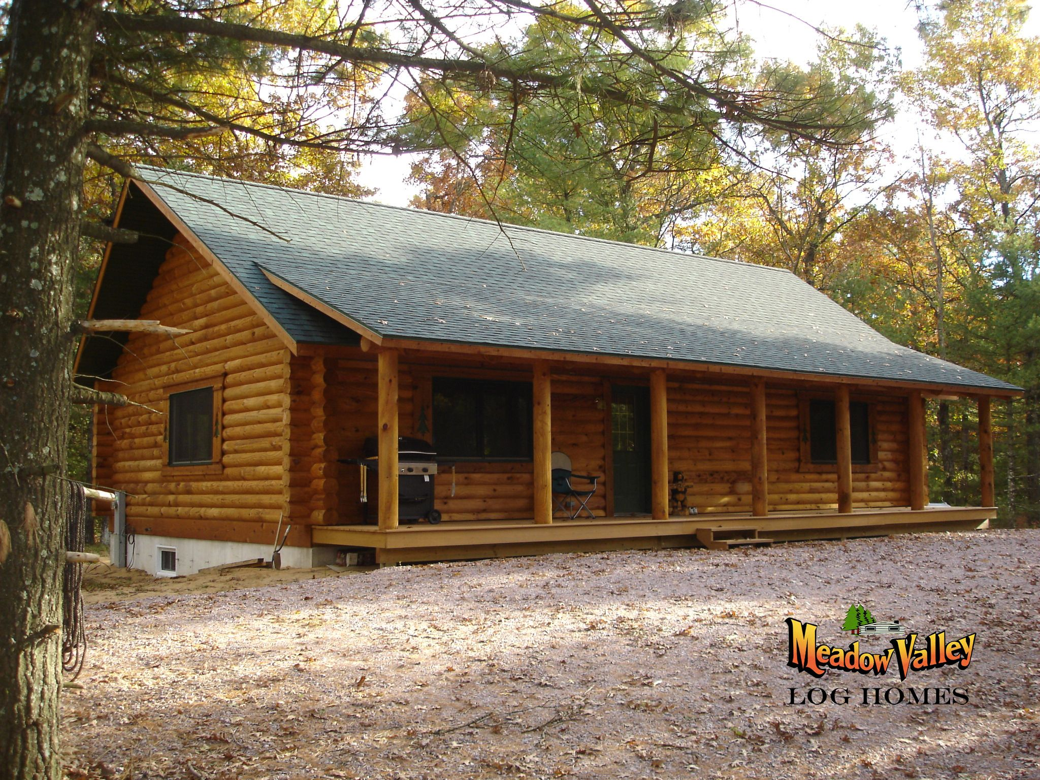 Dellwood 1144 Sqft 2 Bedrooms 1 Bath Two Bedrooms And One Bath All On One Level Make This Plan The Perfect Log Homes Log Cabin Floor Plans Barn House Plans