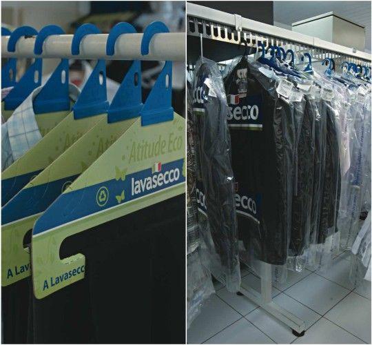 Mudanças verdes: cabides de papelão recicláveis e embalagens que comportam mais de uma peça de roupa