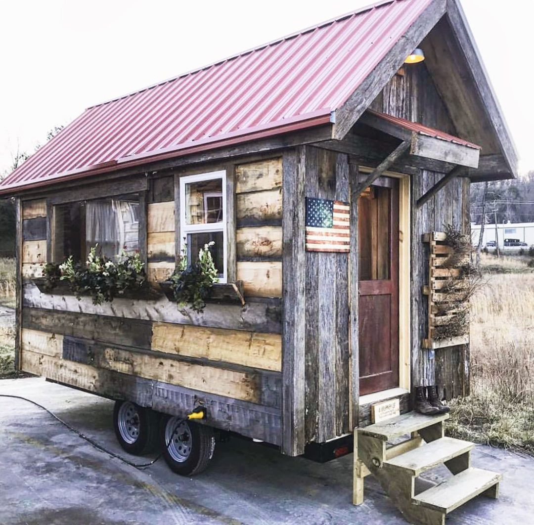 Check Out This Super Cutie Tiny House Swipe To See More Come Tour Really Cool Tiny Houses From Incredibl Tiny House Nation Tiny House Cottage Style