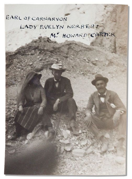 The Curse Of King Tuts Tomb Torrent: The Earl, Lady Evelyn And Howard, Sitting On Excavation