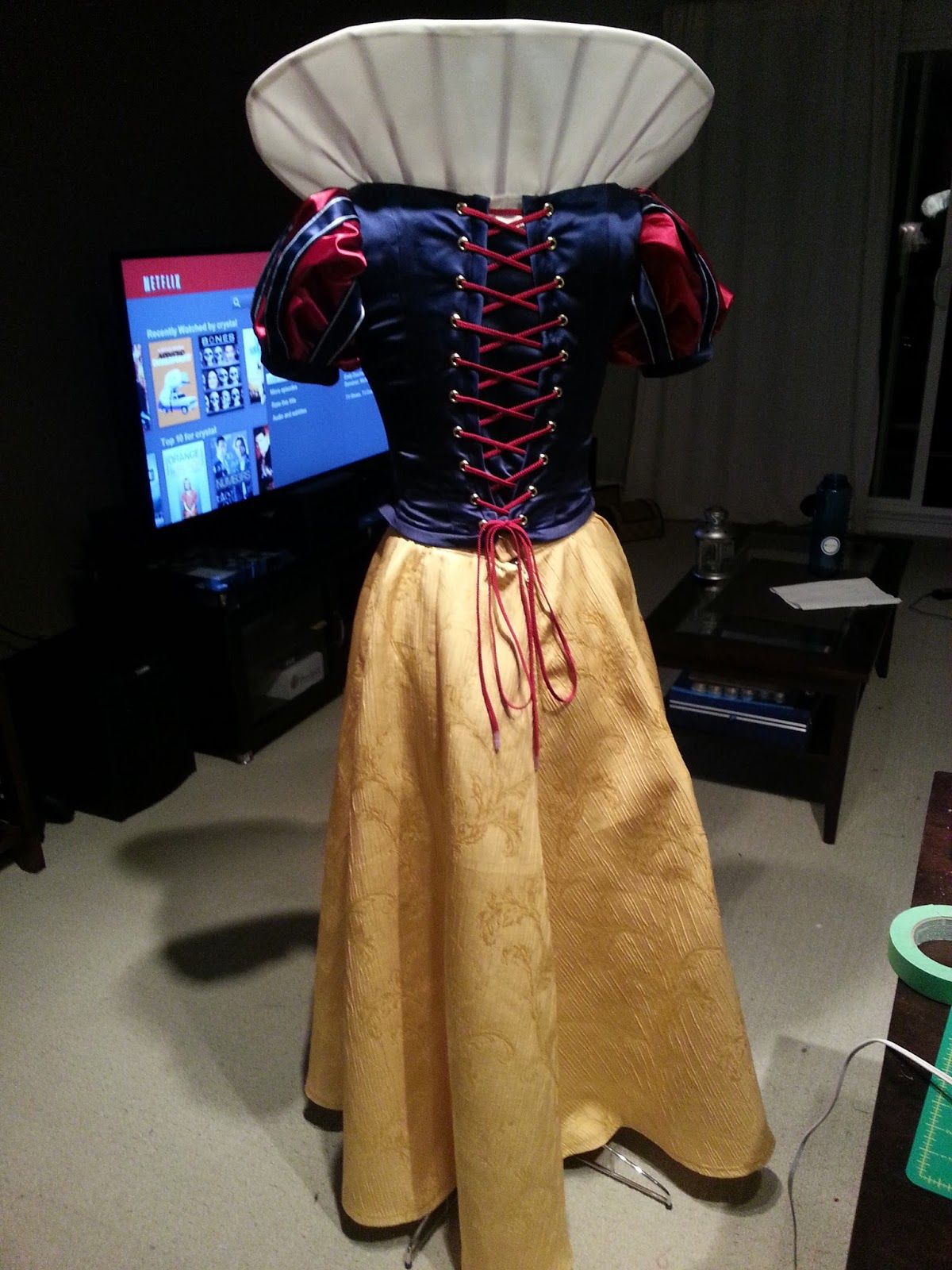 Tutorial | Original disney princesses, Snow white cosplay ...  Original Snow White Costume