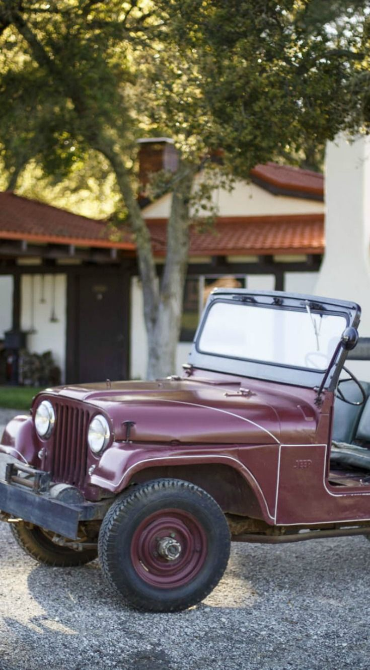 Although we're familiar with seeing our Presidents ride in limousines or sleek black secret service cars, what about their own personal choices for a vehicle? Here are 6 Vehicles of Past Presidents.