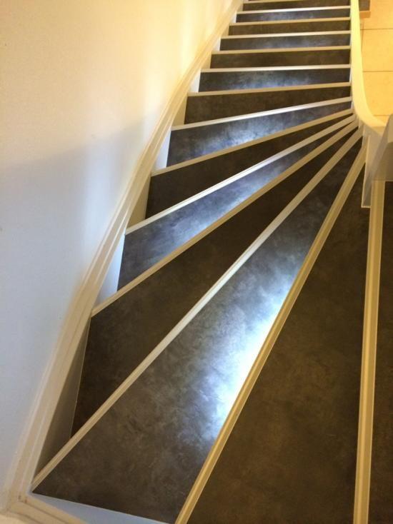Comment Moderniser Un Escalier Bois Vue Du Dessus Avec Images Escalier Bois Escalier Beton Renovation Escalier Bois