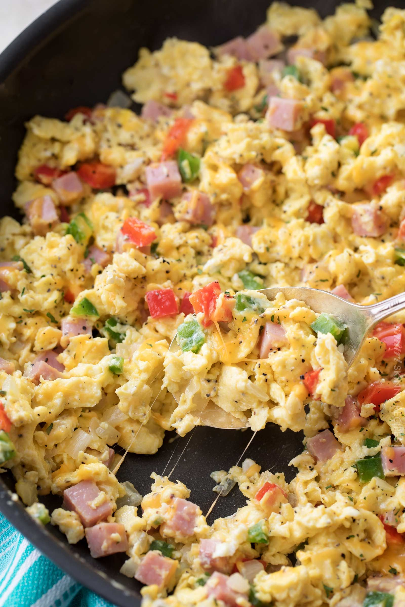 Denver Omelet Scrambled Eggs Skillet Perfectly fluffy scrambled eggs mixed with sautéed onion, peppers and diced ham, and topped with gooey cheddar cheese.  Perfect for breakfast, brunch or even brinner, and at only 3 weight watchers smart points, it's an amazingly healthy and nutritious recipe! |