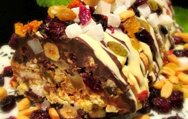 Tinskun keittiössä: Hedelmäinen suklaa-kinuski-friggskakku