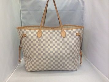 b8e34890325de Get one of the hottest styles of the season! The Louis Vuitton Neverfull Gm  Damier Azur Tote Bag is a top 10 member favorite on Tradesy.