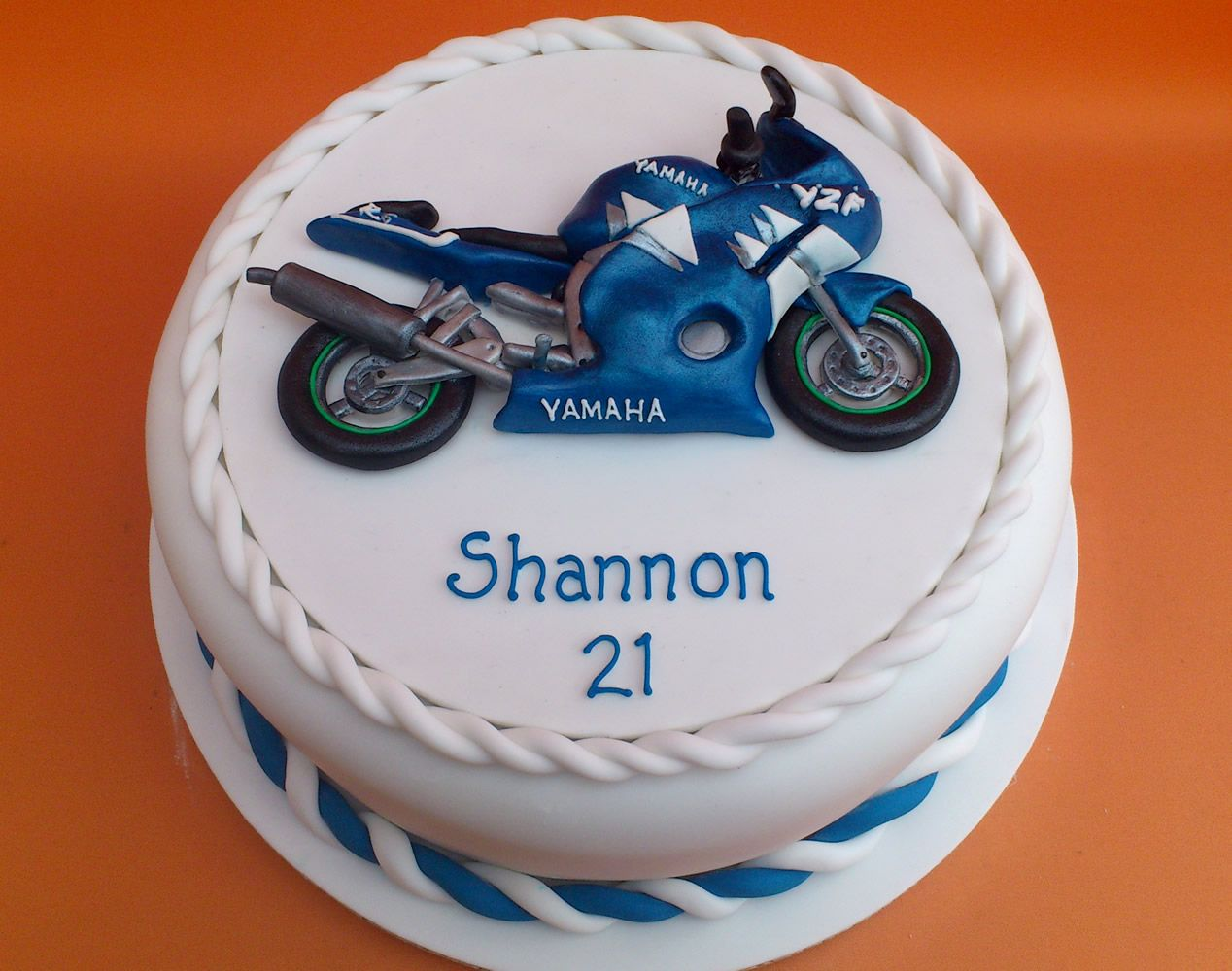 Novelty Birthday Cakes Yamaha R6 Novelty Birthday Cake AMAZING