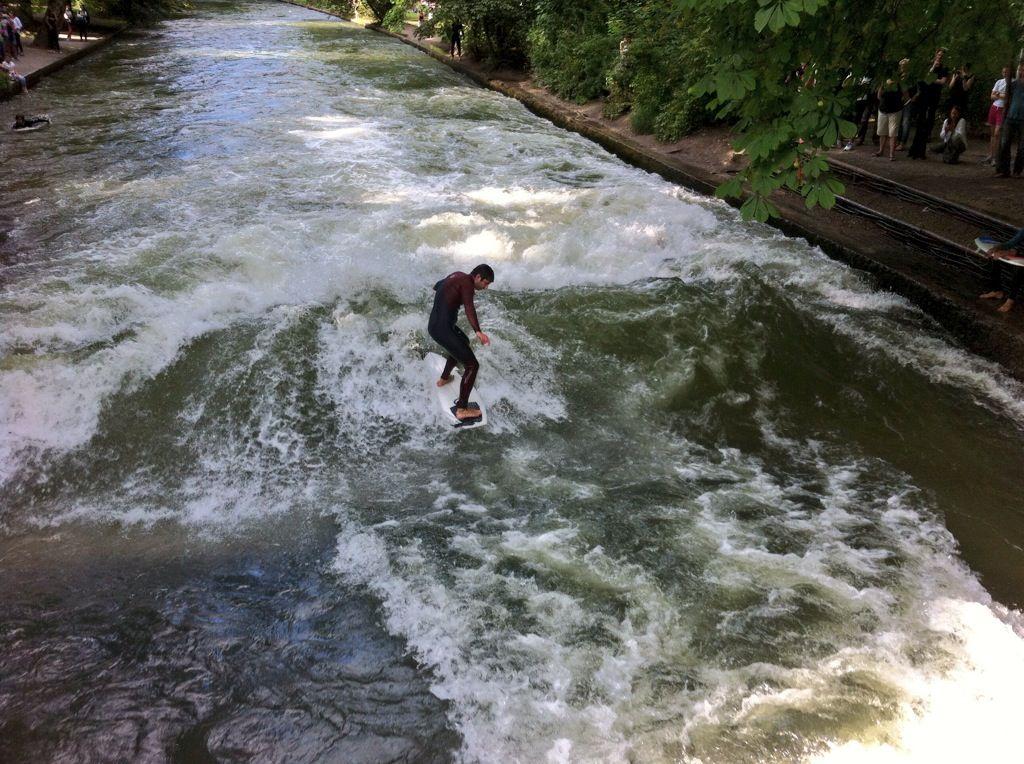 Awesome Surfing in the Englischer Garten Munich