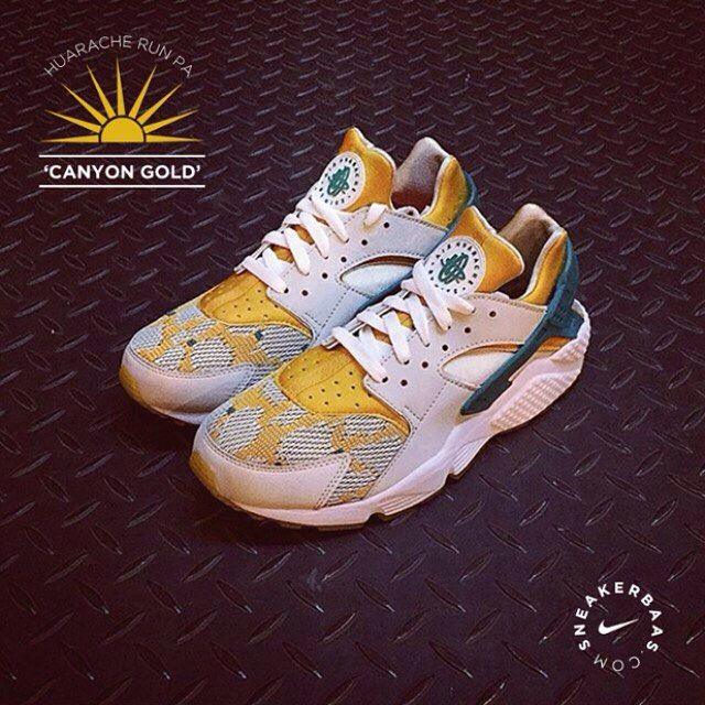 #nike #huarache #huarachelight #sneakerbaas #baasbovenbaas  Nike Air Huarache Light- The sock like construction made this shoe the perfect fit for every athlete. Now in a fresh 'canyon gold' colorway!  Now online available | Priced at 124,95 Euro | Size 38.5 EU - 46 EU.