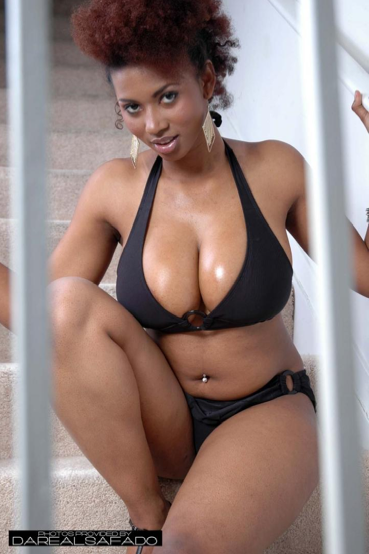 curvy black woman pictures