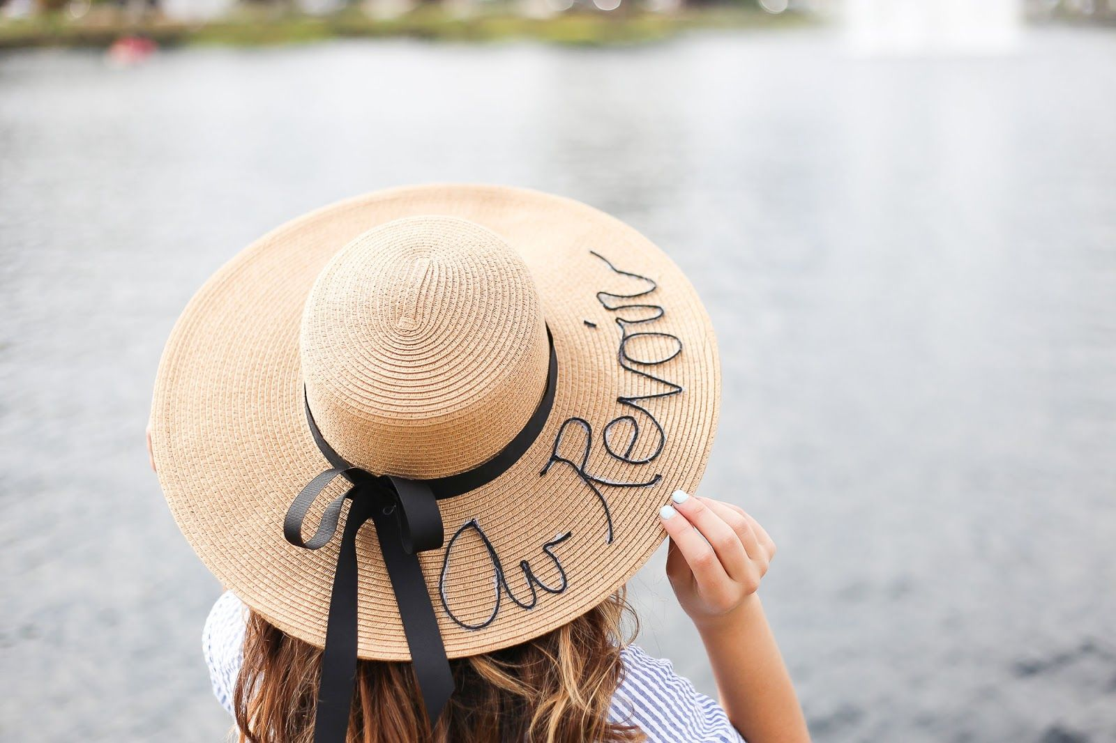 Create this cute and easy Au Revoir hat with these 8 steps! www.stilettobeats.com #DIY #DIYProject