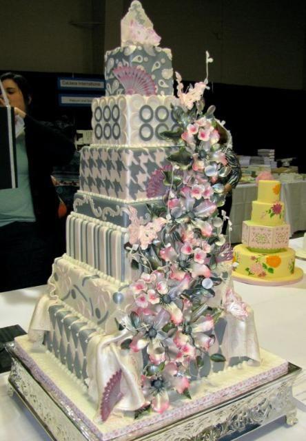Cake Decorating Tips: Cream Multi Layer Wedding Cake ...