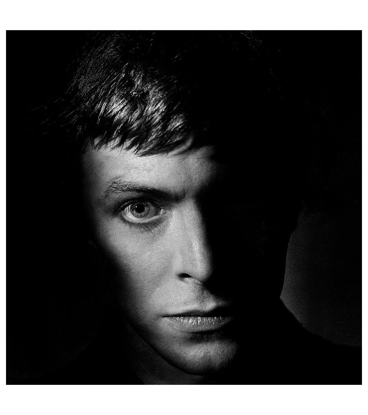 david-bowie-from-the-shadows-photo-clive-arrowsmith.jpg (1220×1376)
