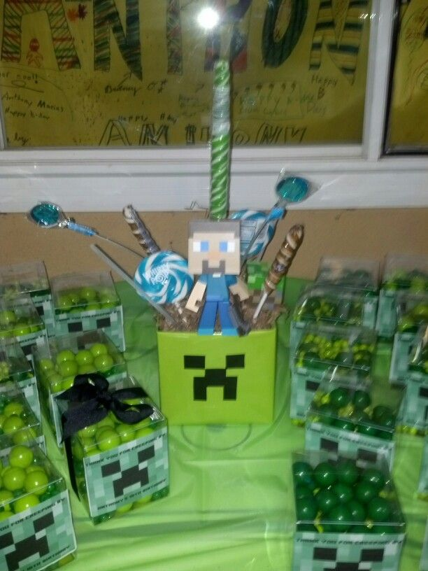 Minecraft centerpiece & favors