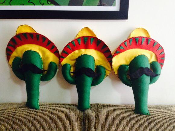 Lindo Cacto com chapéu mexicano e bigode! Confeccionado em feltro ... 09b520930e8