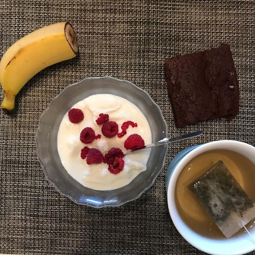 Pourquoi faire compliqué quand on peut faire simple ?🤷🏽♀️ . 👉🏼Un bol de fromage blanc 🥣, des frambo...