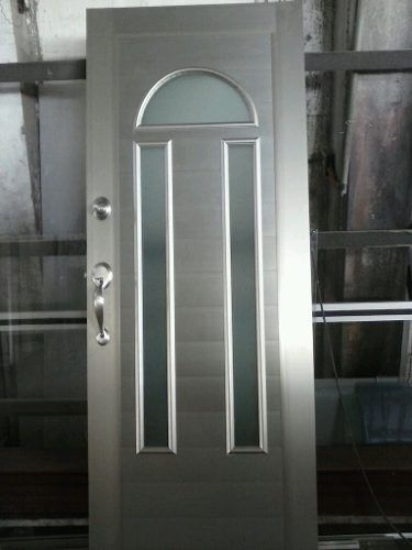 Puerta para entrada principal de lujo portes casa for Modelos de puertas metalicas para entrada principal