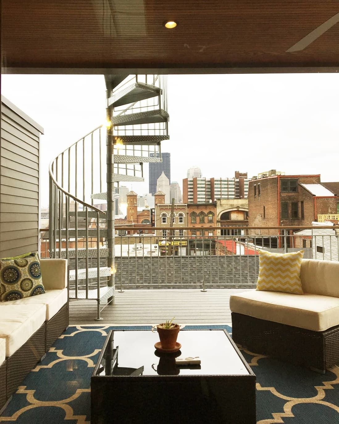 A Pittsburgh Home That S Like Vacation Every Day Pittsburgh Apartments Townhouse Designs Modern Townhouse