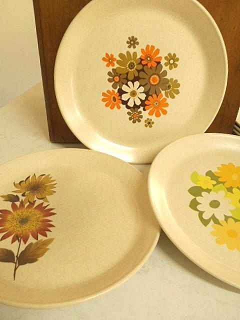 Retro Johnson of Australia Dinner Plates by MYVINTAGEMOON on Etsy & Retro Johnson of Australia Dinner Plates Collection of Six ...