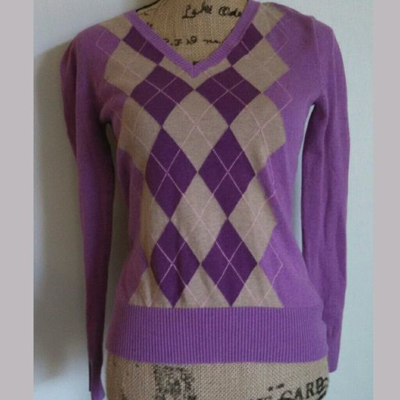 Merona argyle sweater 100% cotton. So pretty and in great condition! ||•°BUNDLES OF 5 OR MORE LISTINGS ARE 50% OFF°•|| Merona Sweaters V-Necks
