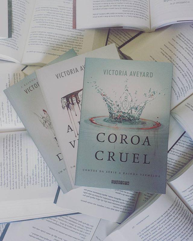 """""""Sou uma garota vermelha em meio a um mar de prateados""""#livros #books #victoriaaveyard #love #distopia #EditoraSeguinte"""