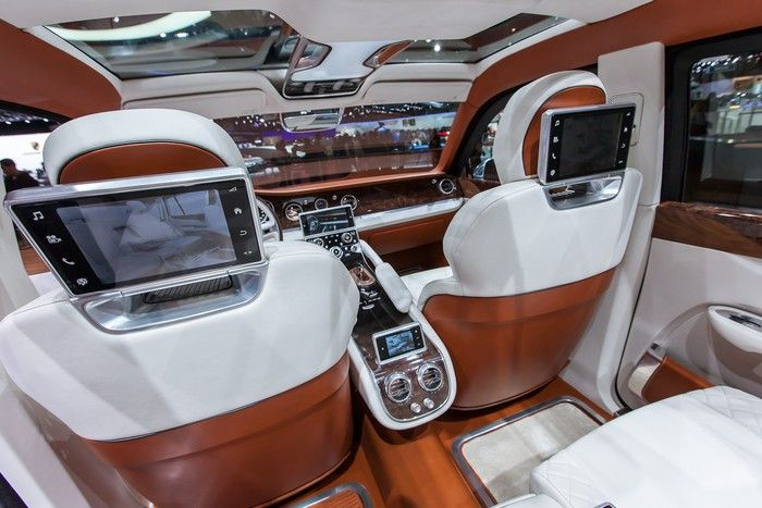 A review of the new Bentley SUV due on sale in 2016  Bentley