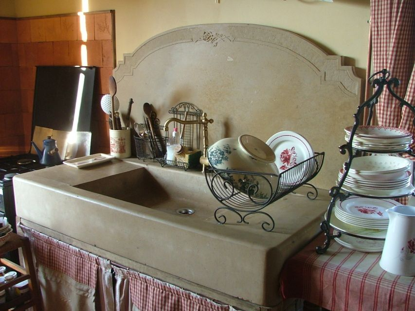 evier de cuisine en pierre et timbre d 39 office l 39 echoppe du tailleur de pierre kitchen. Black Bedroom Furniture Sets. Home Design Ideas