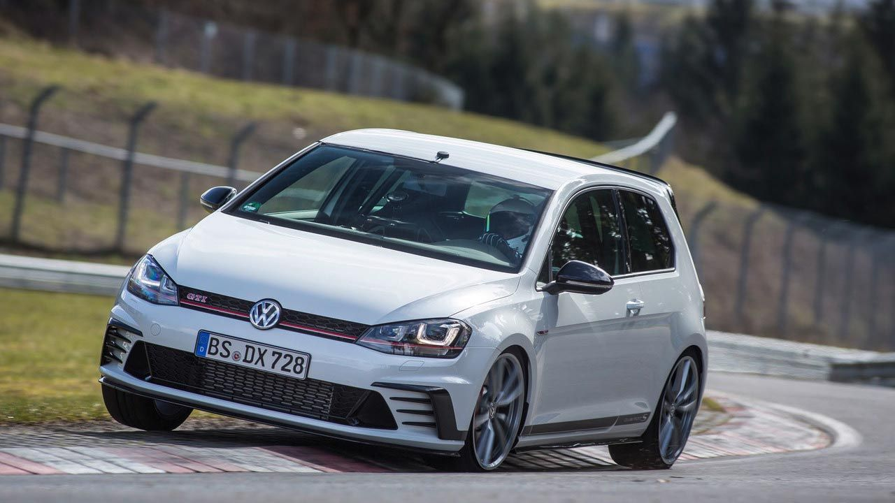 Vw Golf Gti Clubsport S Beats Own Record On Nurburgring Volkswagen Golf Gti Golf Gti Vw Golf