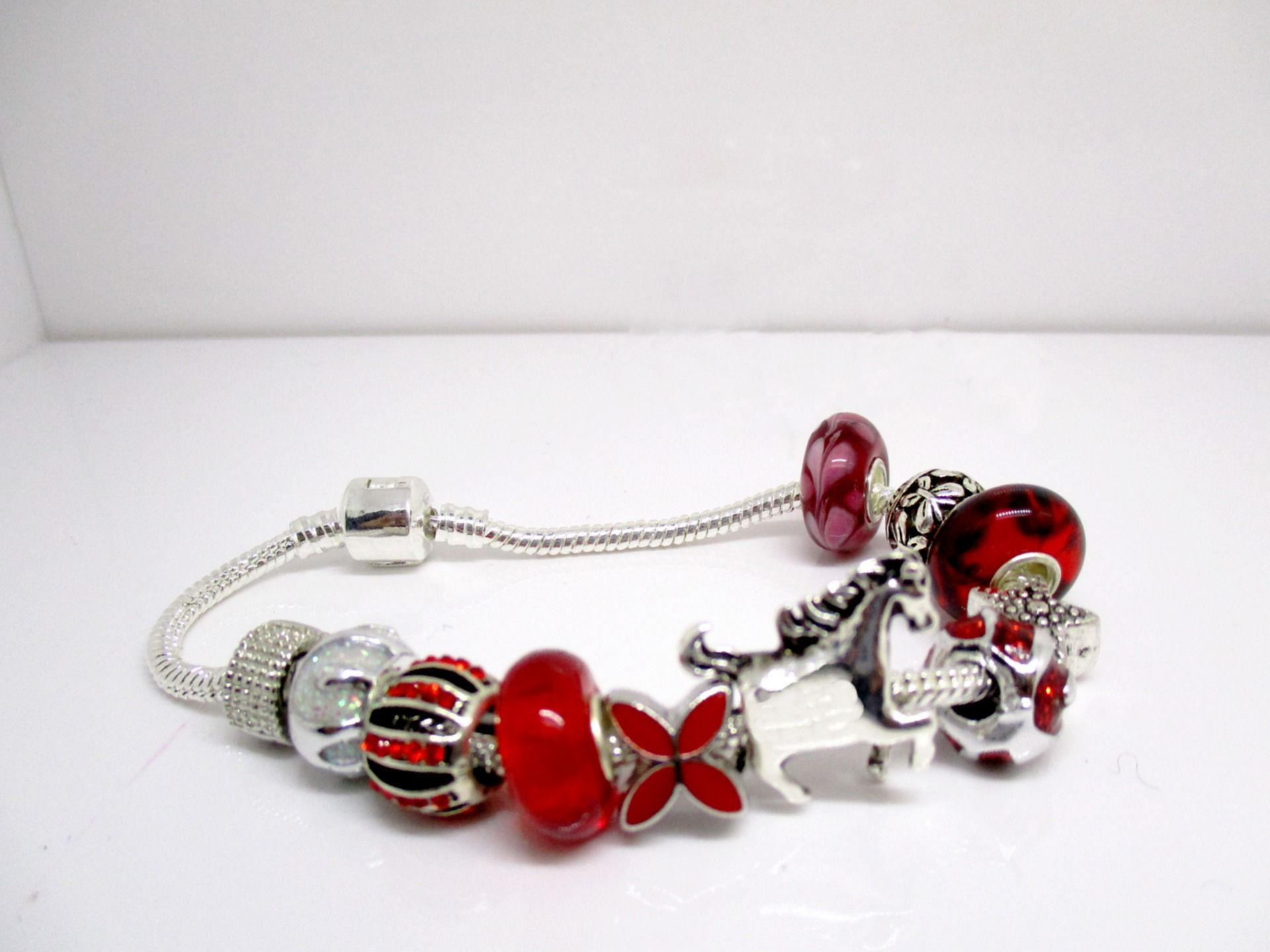 charms rouge pandora