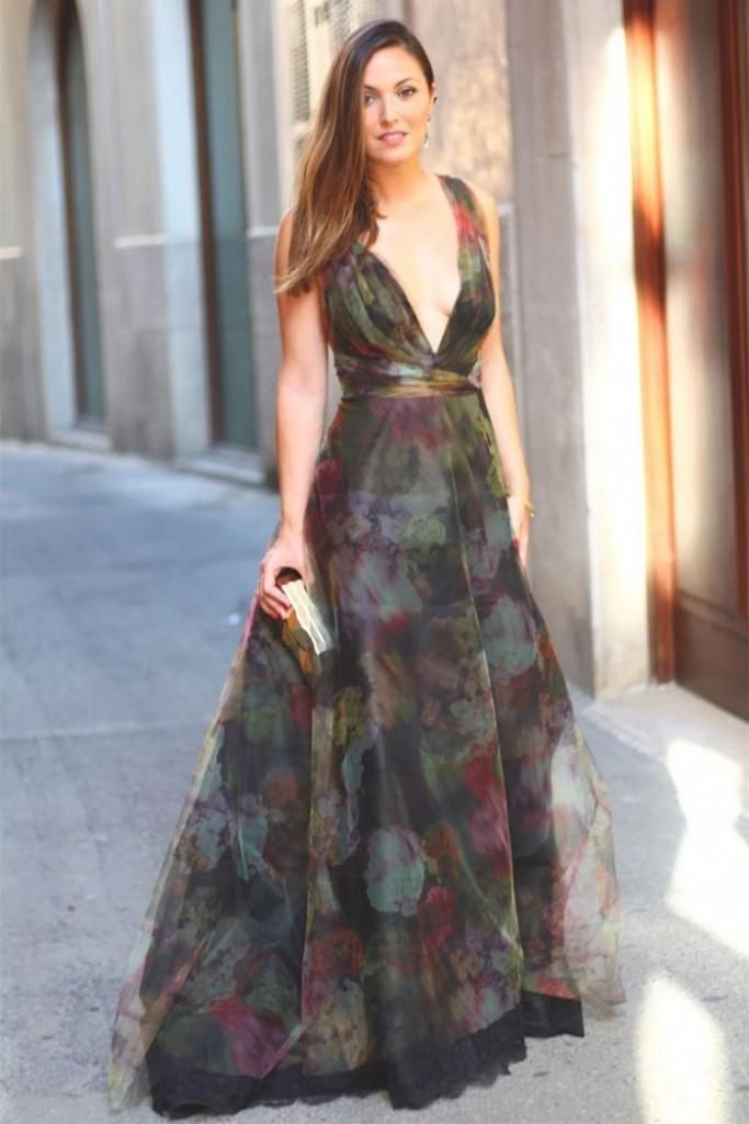 7f52d434a2b Fall Fashion:Outfit Ideas for Weddings-Hot Chic Look:Dare to wear the long  gowns by showing a little bit more cleavage and get this amazing look, ...