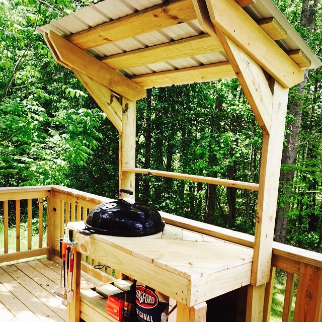 30 Outdoor Kitchens And Grilling Stations: DIY Weber Grill Station Made From Scrap.