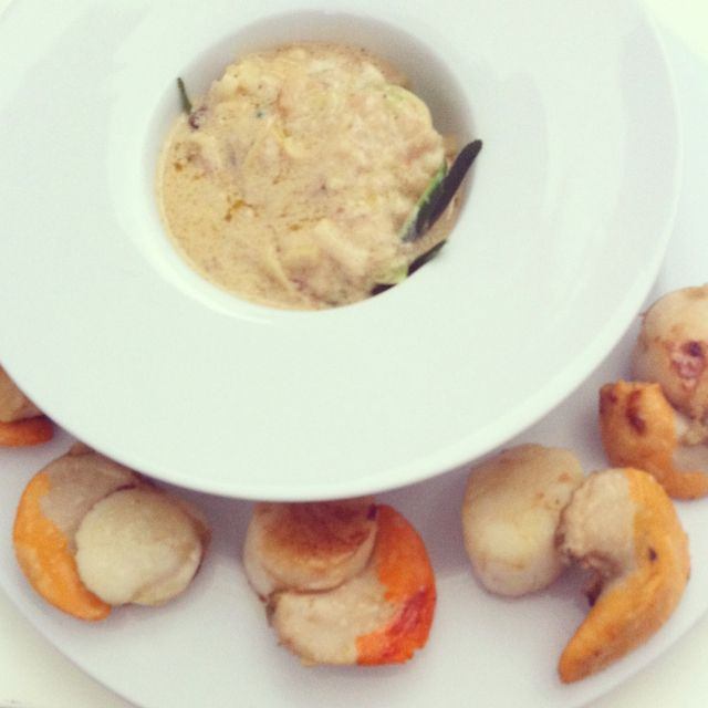 fondue poireau au vin blanc et spaguetti de courgettes accompagnée de St. Jacques