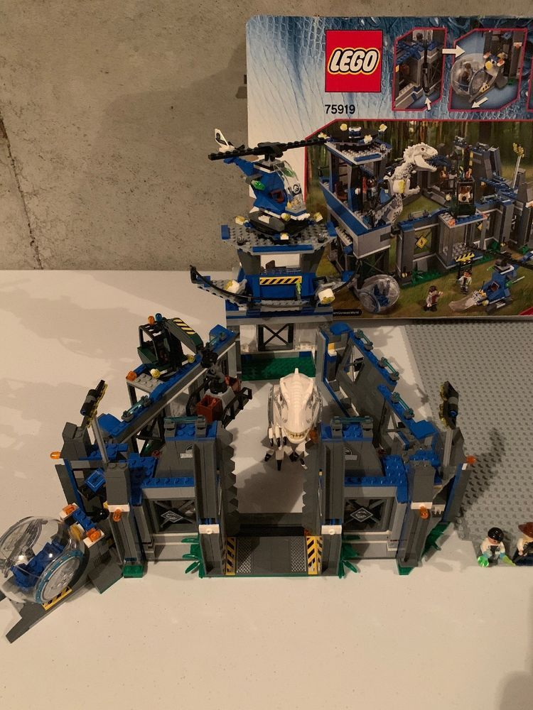 LEGO Jurassic World Indominus rex Breakout (75919) Read