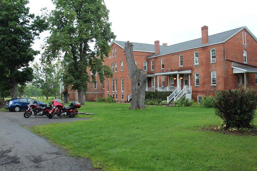 oakvalleyinn.jpg (1024×682) Livingston county, Street