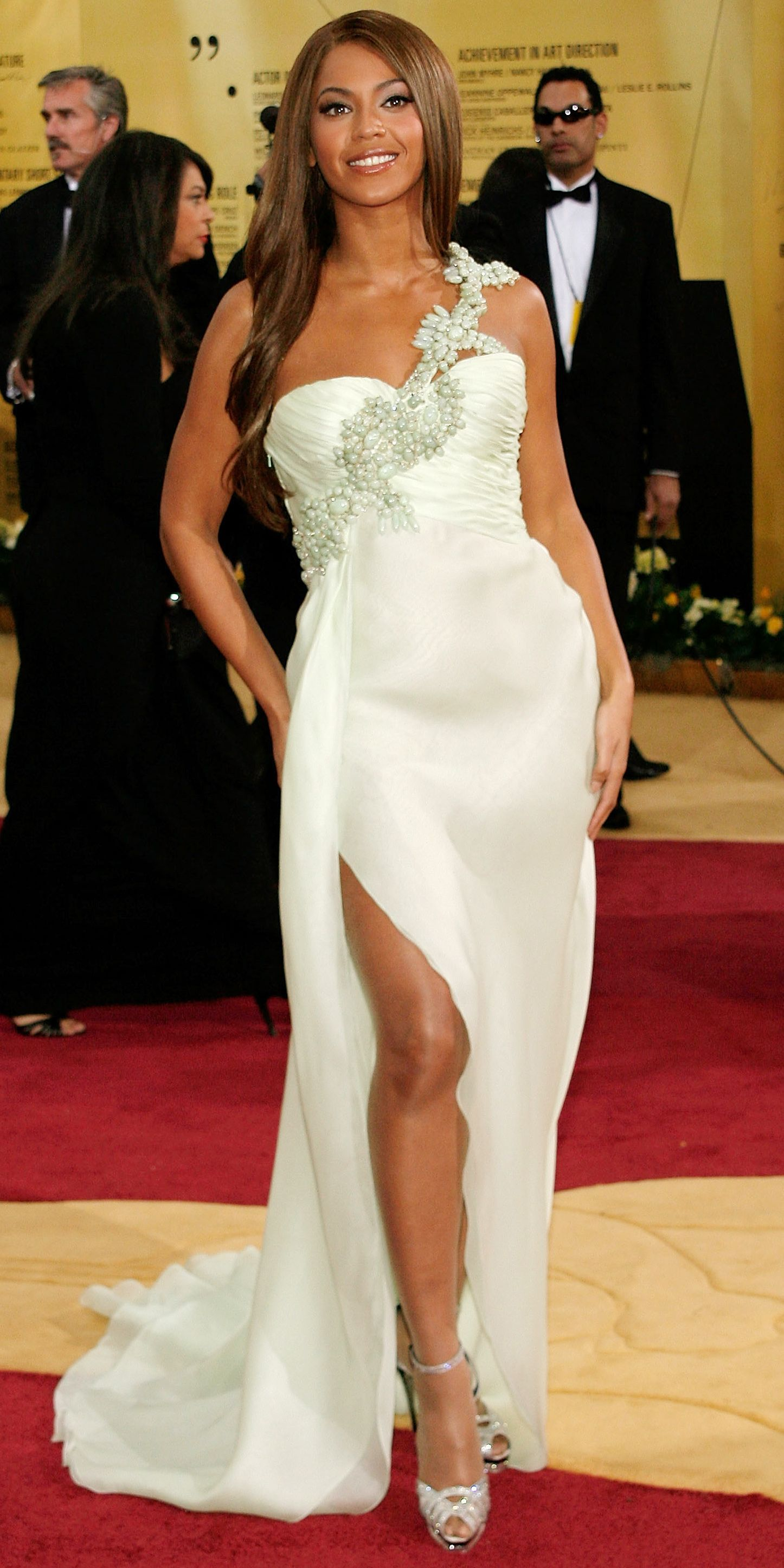 12 Times Beyonce Dressed Like An Actual Bride 2007 Academy Awards From Instyle Com Girls Fashion Dress Celebrity Dresses Red Wedding Dresses [ 2890 x 1446 Pixel ]