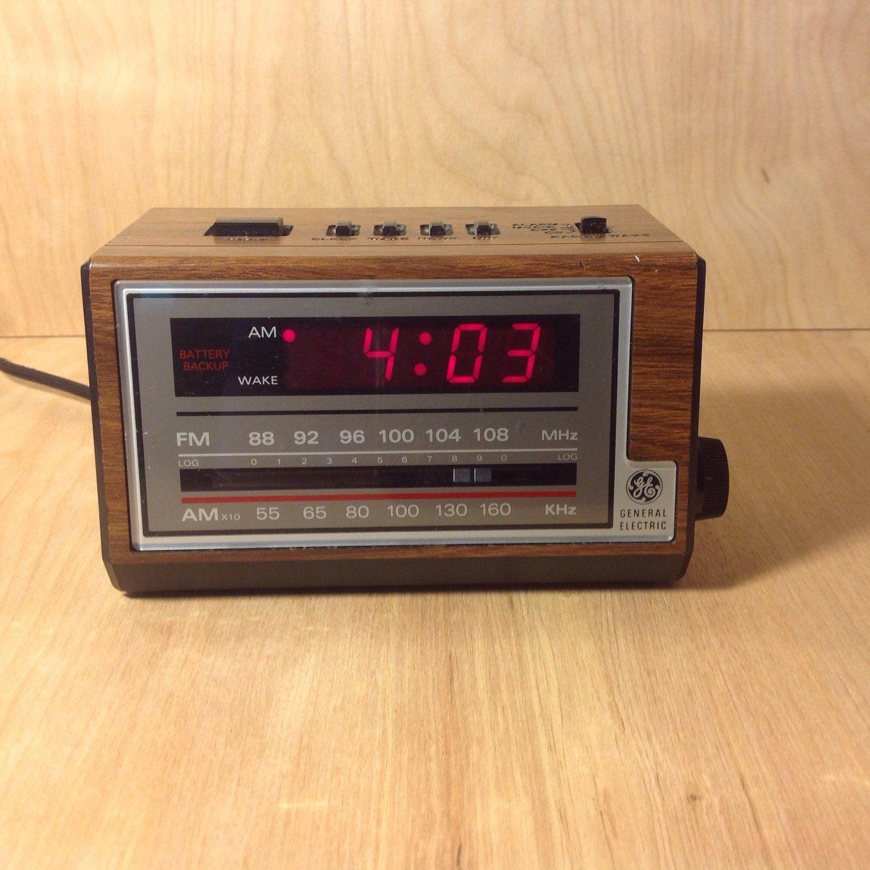 clock radio vintage late 1970 39 s to early 1980 39 s ge digital alarm clock and radio etsy. Black Bedroom Furniture Sets. Home Design Ideas
