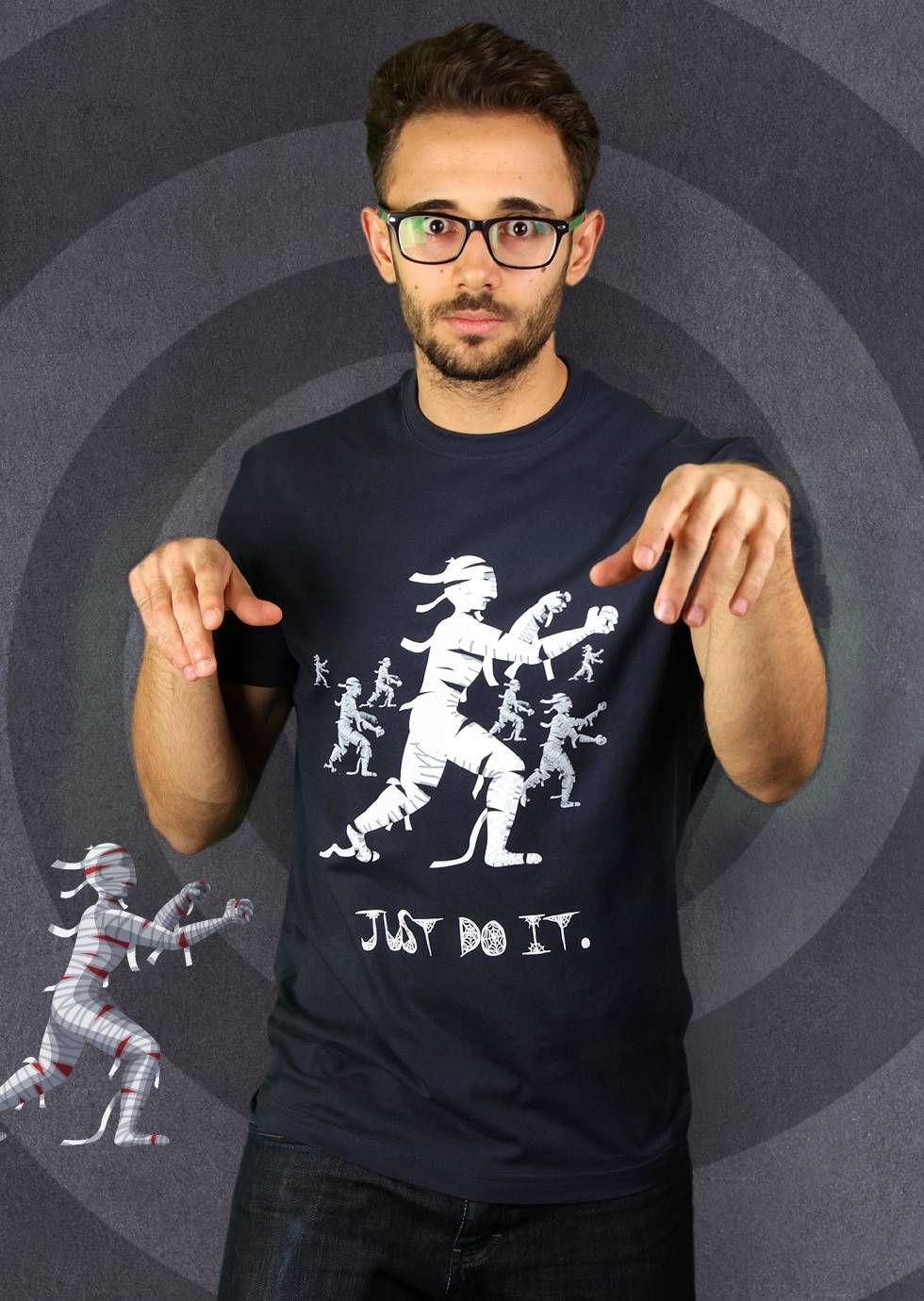 Mummie Workout T-Shirt von Kater Likoli, Mannheim, Deutschland   Design by Lukas Likoli $19.95