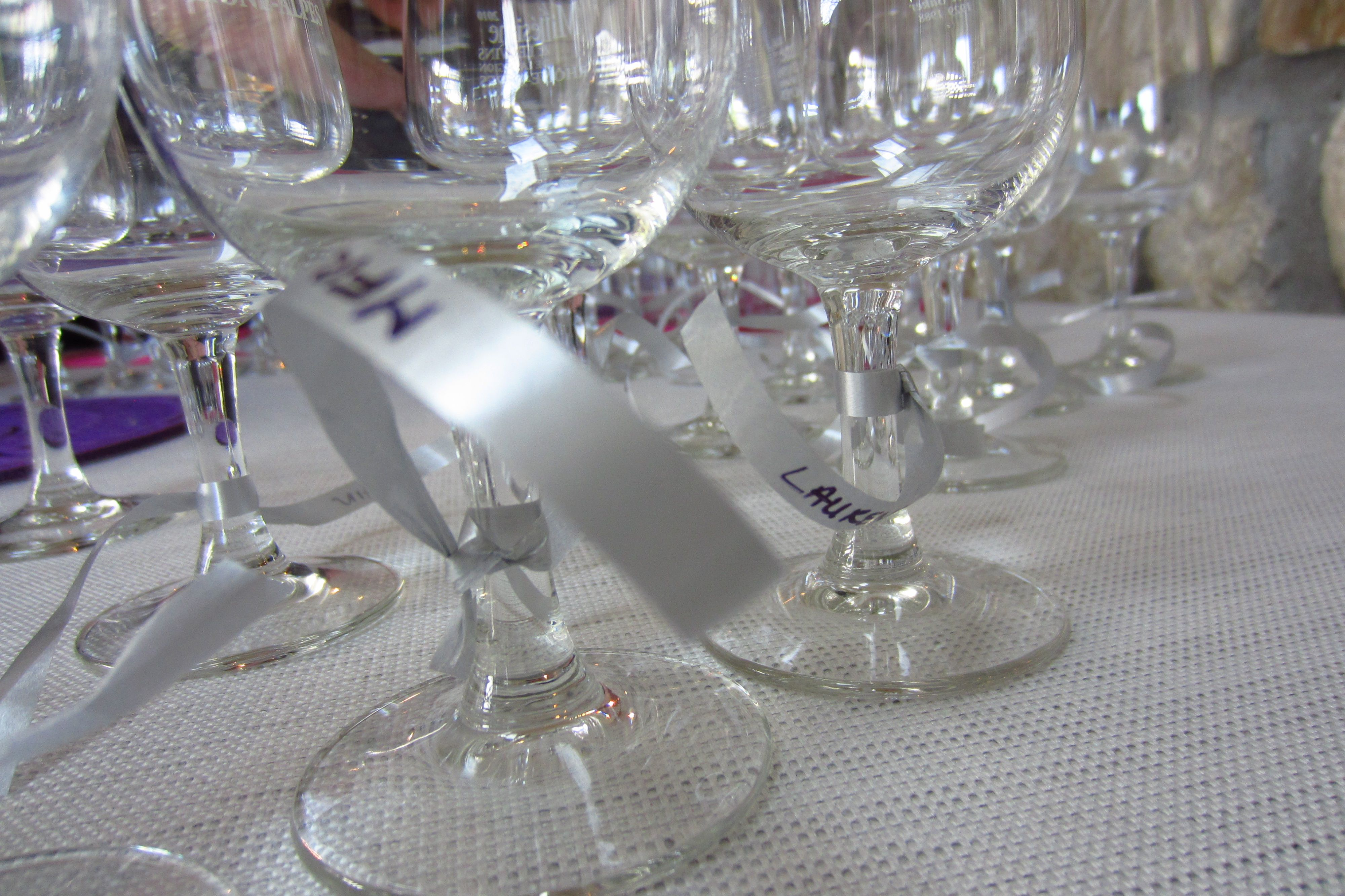 Marquer les verres avec du bolduc
