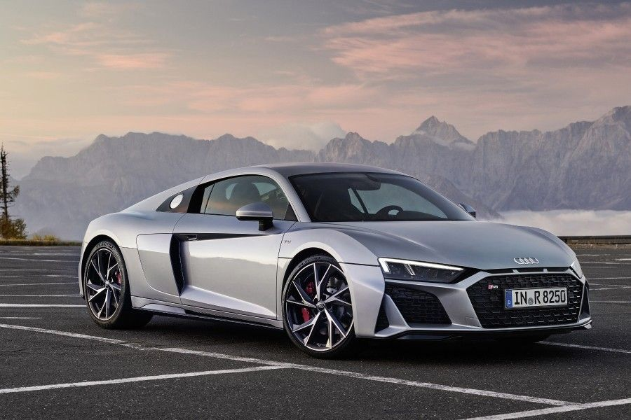 La Gamme Audi R8 Restylee S Enrichit D Une Version Rwd Pure Propulsion Voitures Audi Ford Mustang Shelby Gt500 Audi R8
