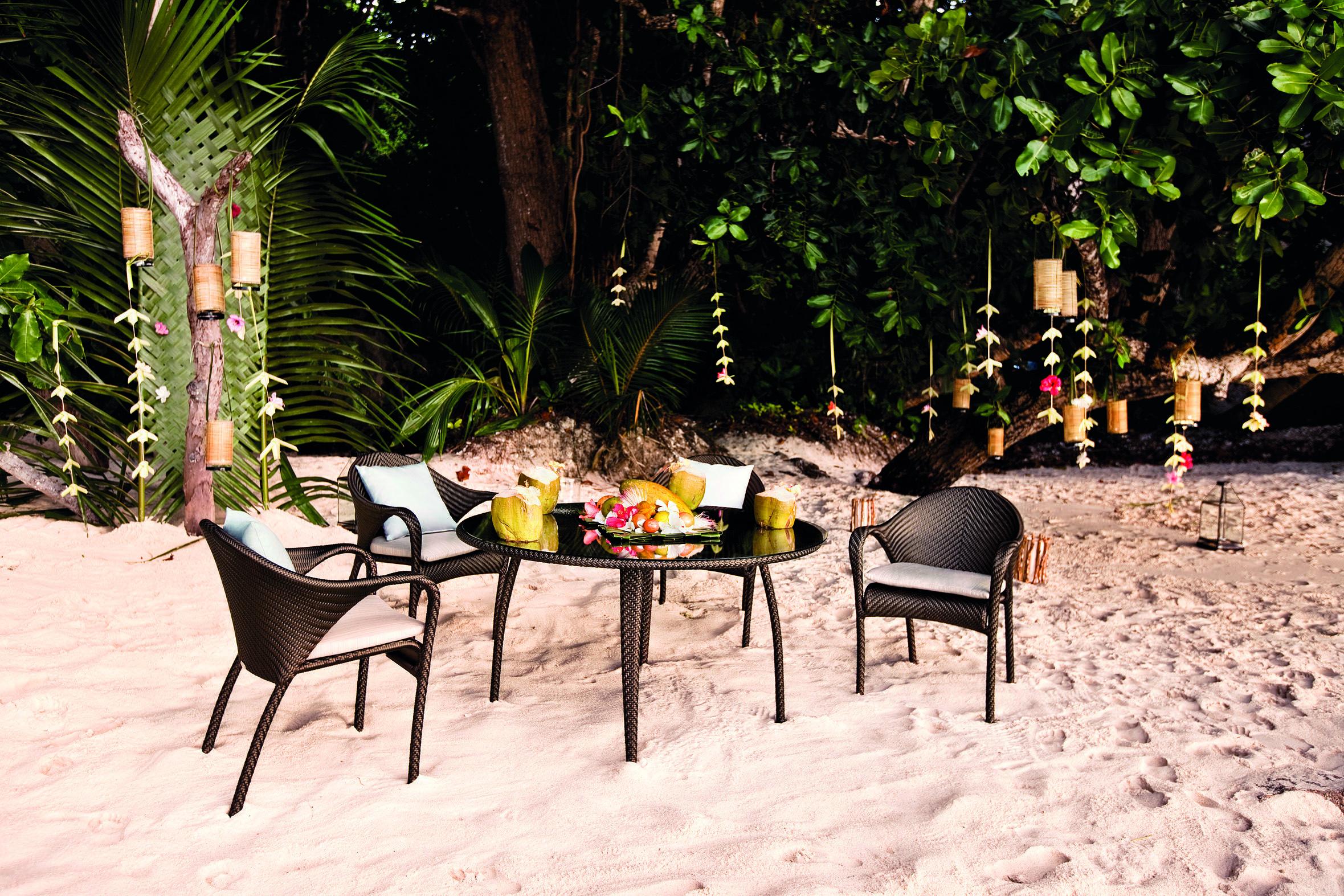 Dedon Tango Table Chairs
